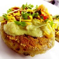 #SpicyChat Tugs at Your Heart with a Childhood Fav. Street Food: Aloo Tikki Chaat via @thespiceclub